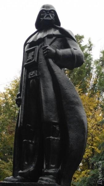 В Одесі встановили перший у світі пам'ятник Дарту Вейдеру