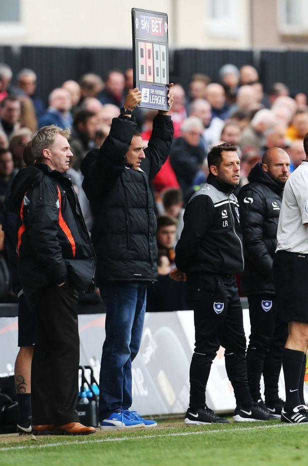 Футбольний уболівальник замінив арбітра в матчі Чемпіонату Англії