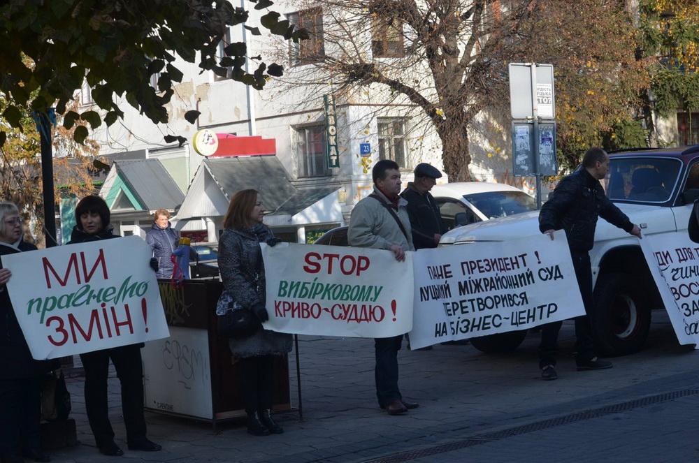 Лучани мітингували проти корупції у судах