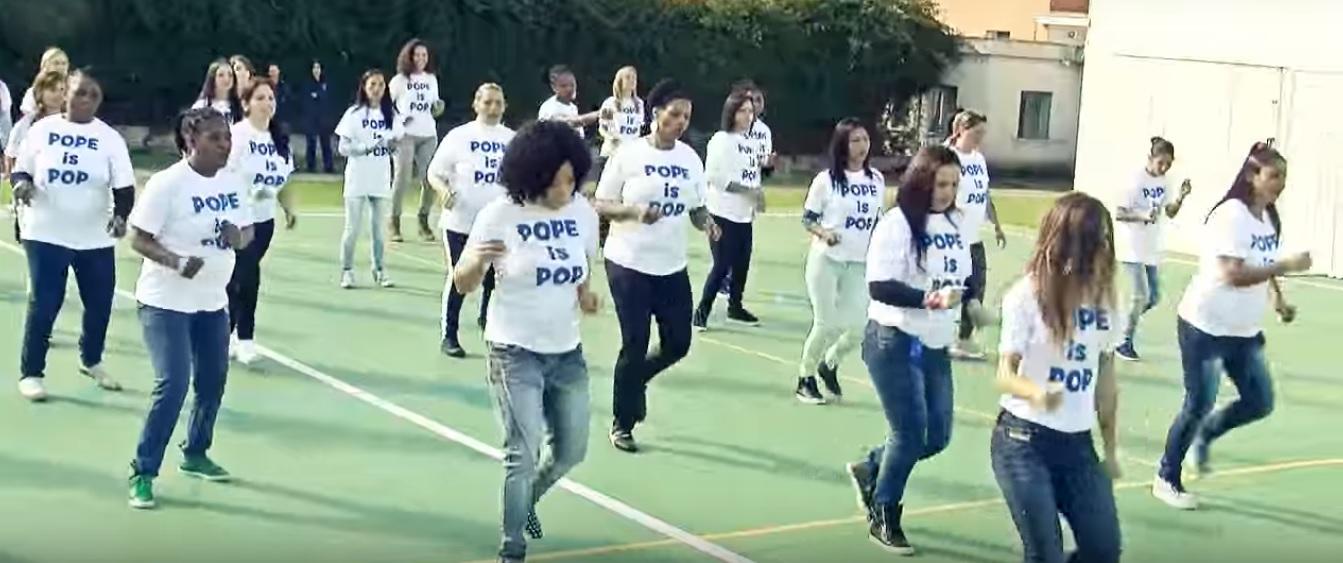 Ув'язнені найбільшої жіночої в'язниці Італії в четвер виконали флешмоб-танець на честь Папи Римського Франциска.