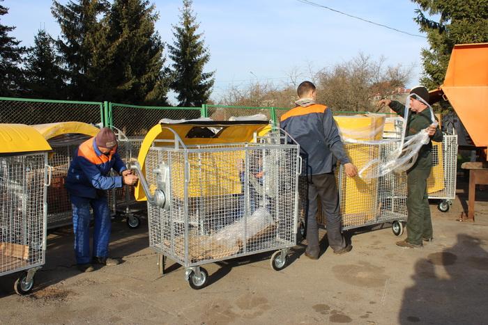 Луцькі двори поповняться новими контейнерами для збору роздільного сміття