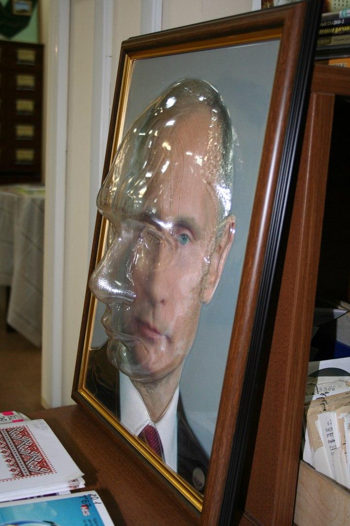 У Росії створили об'ємний портрет Путіна для сліпих