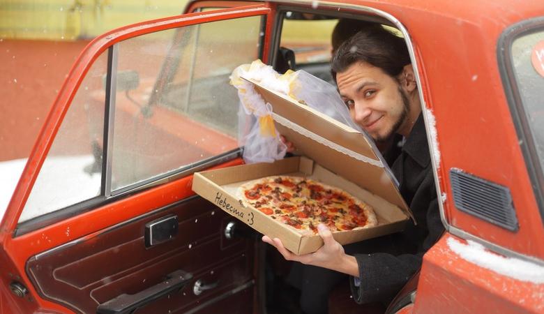 Житель Томська одружився з піцою
