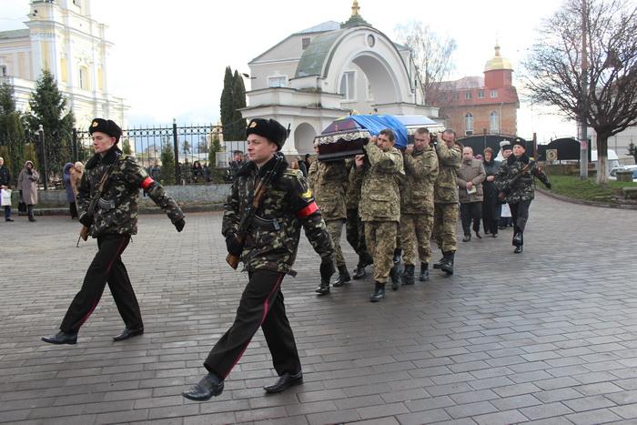 Лучани провели в останню путь військовослужбовця Віктора Мельничука