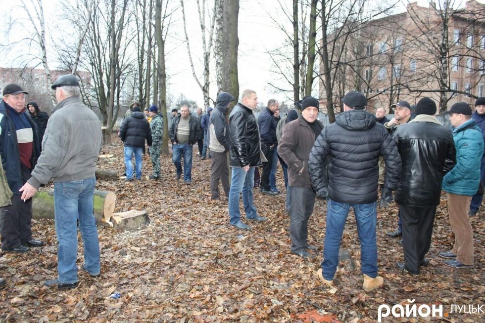 У Луцьку люди блокували вирубування парку