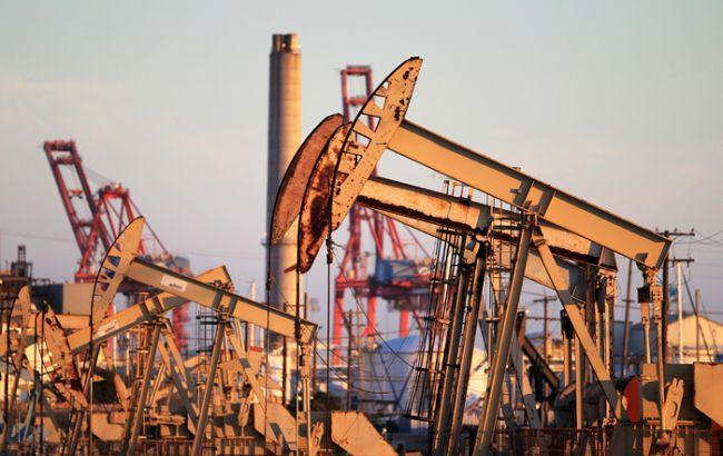 Нафта Brent опустилася нижче 44 доларів за барель