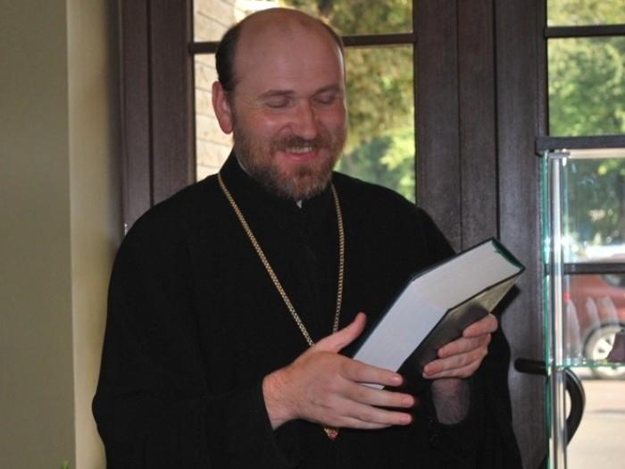 Священик консультує лучан через Facebook