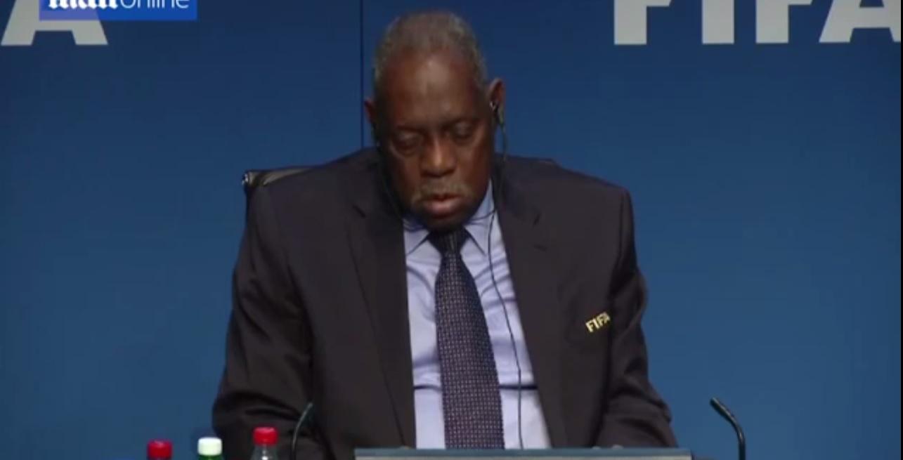 В. о. президента FIFA заснув під час прес-конференції