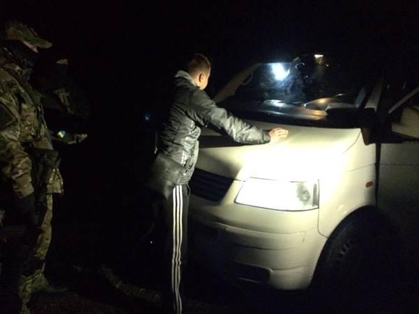 На Волині затримано місцевих жителів, які намагались переправити закордон групу афганців