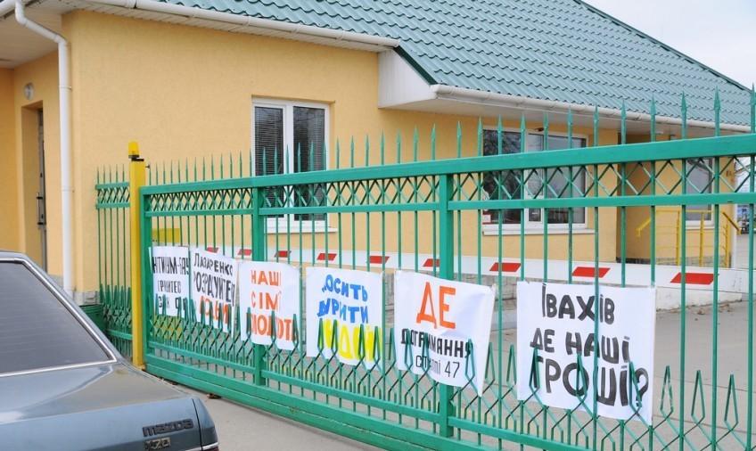 Невдоволені робітники блокують нафтобазу у Луцьку