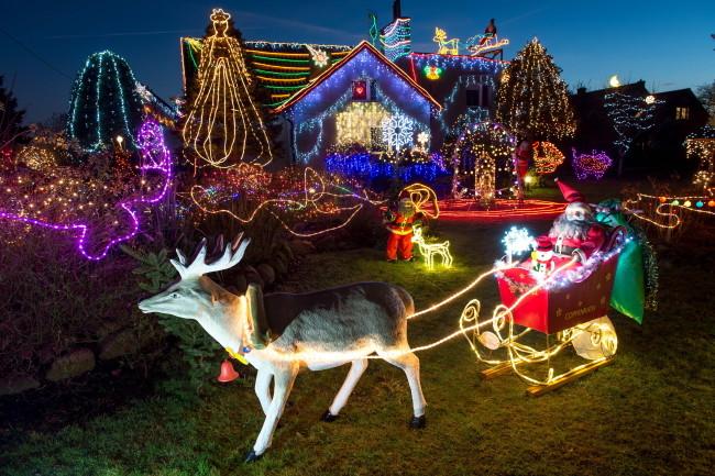 Польська сім'я прикрасила будинок 67 тисячами лампочок