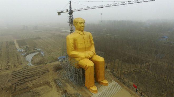 У Китаї встановили гігантську статую Мао Цзедуна