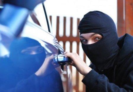 На Волині троє молодиків викрали автомобіль Mercedes-Benz