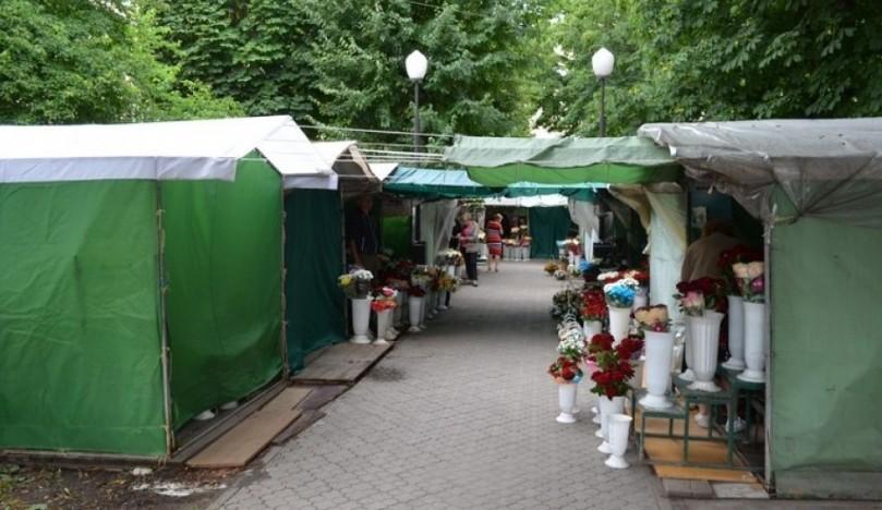 Квітковий ринок Луцька пропонують перенести