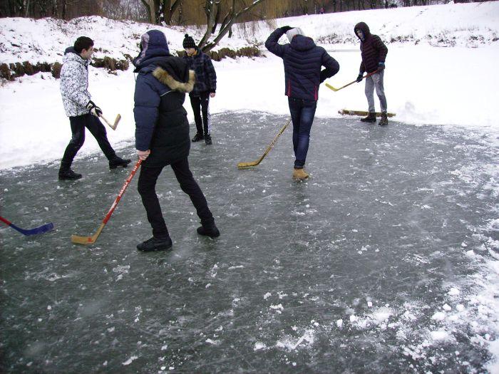 Веселі забави, катання на санчатах, ліплення снігових скульптур, ігри в сніжки…