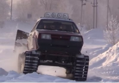 Росіянин зробив з Lada Samara «танк» на гусеницях