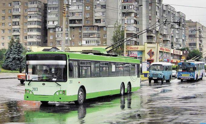 У Луцьку проїзд у тролейбусах піднімуть до двох гривень