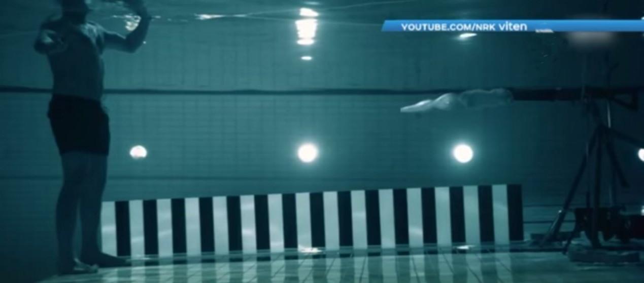 Норвезький фізик вистрілив у себе під водою, щоб зруйнувати міф з бойовиків