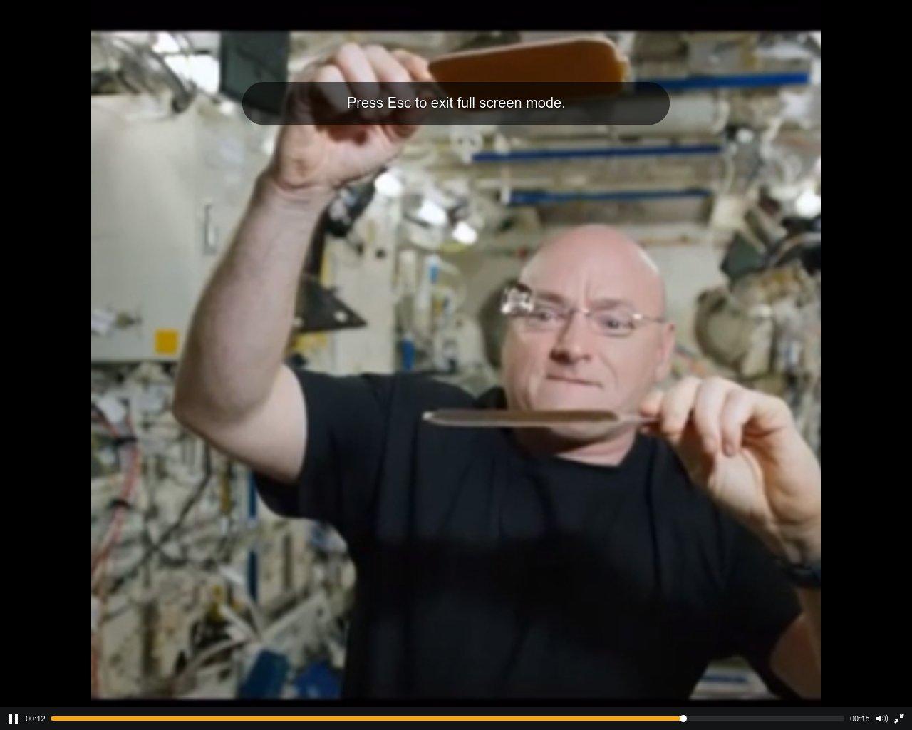 Астронавт НАСА зіграв у пінг-понг в космосі (відео)