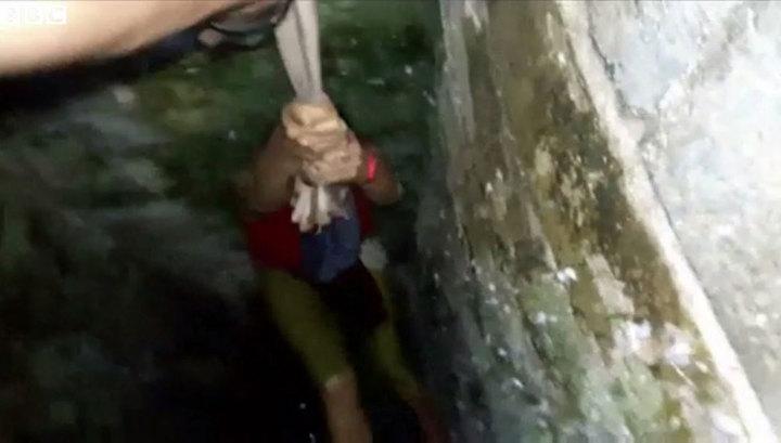 В Індії туристка впала в колодязь, коли робила селфі