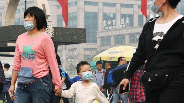 Пекін після новорічних феєрверків накрив отруйний смог