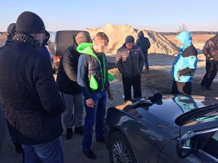 На Волині затримали прикордонника за сприяння контрабанді бурштину