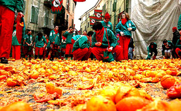 В Італії пройшла битва апельсинами