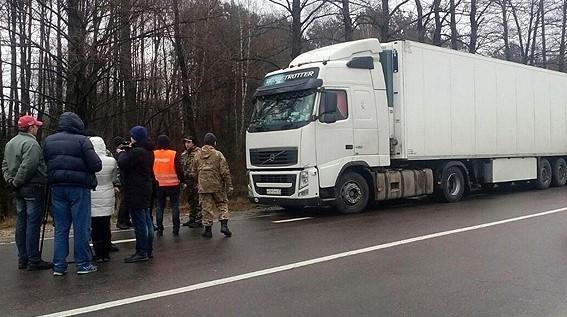 «Автомайдан» блокує російський транспорт на Волині