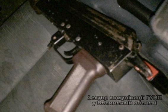 На Волині в автомобілі, що вчинив ДТП, знайшли зброю