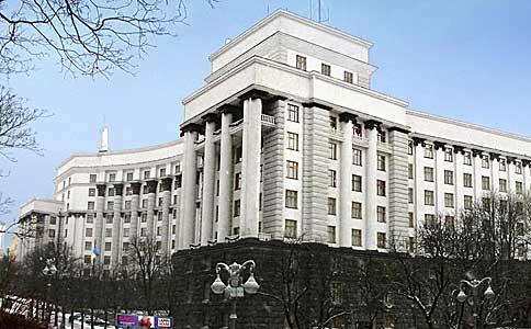 Кабмін призупинив переміщення російських вантажних автомобілів територією України