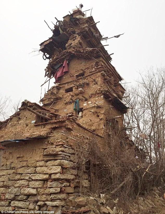 Психічнохворий китаєць побудував семиповерхову вежу