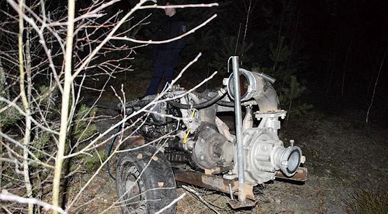На Волині поліцейські конфіскували мотопомпу незаконних копачів бурштину