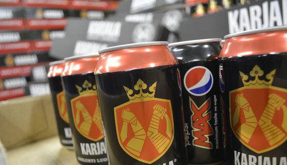 Із магазинів Фінляндії вилучають банки газованої води, в які розлили пиво