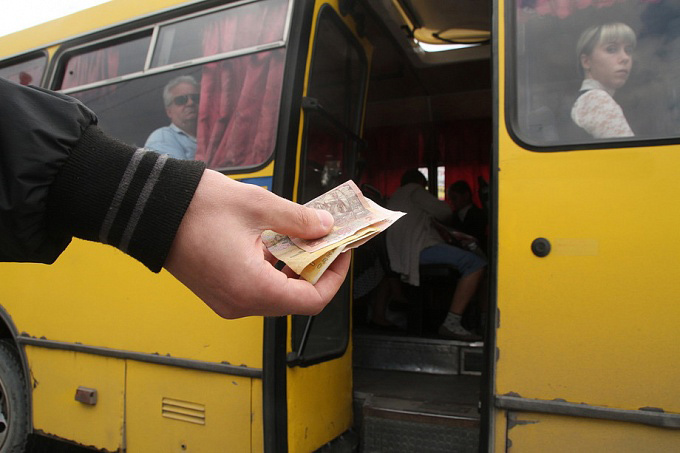 Водій відмовився взяти в автобус 15-річного юнака з пільговим квитком
