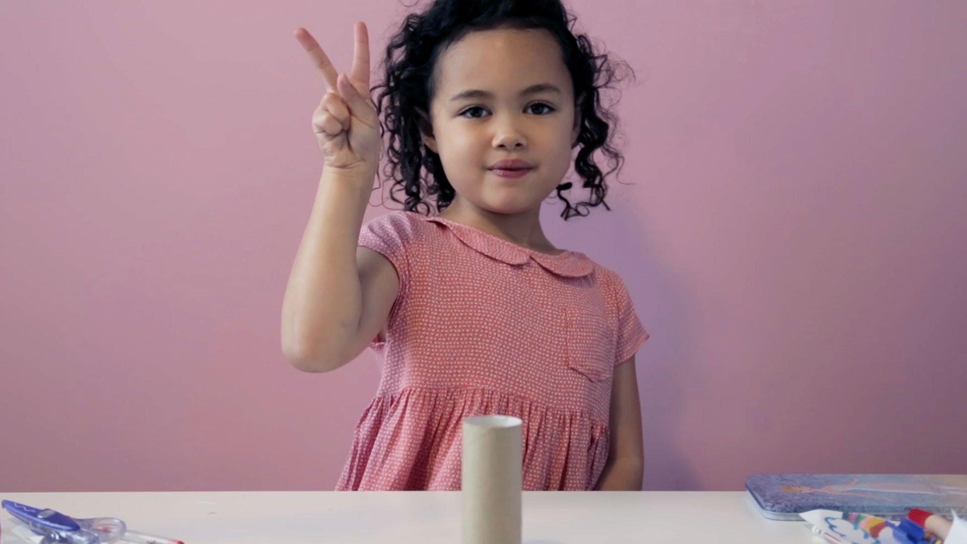 Дівчинка, яка показує неймовірні трюки, стала зіркою YouTube