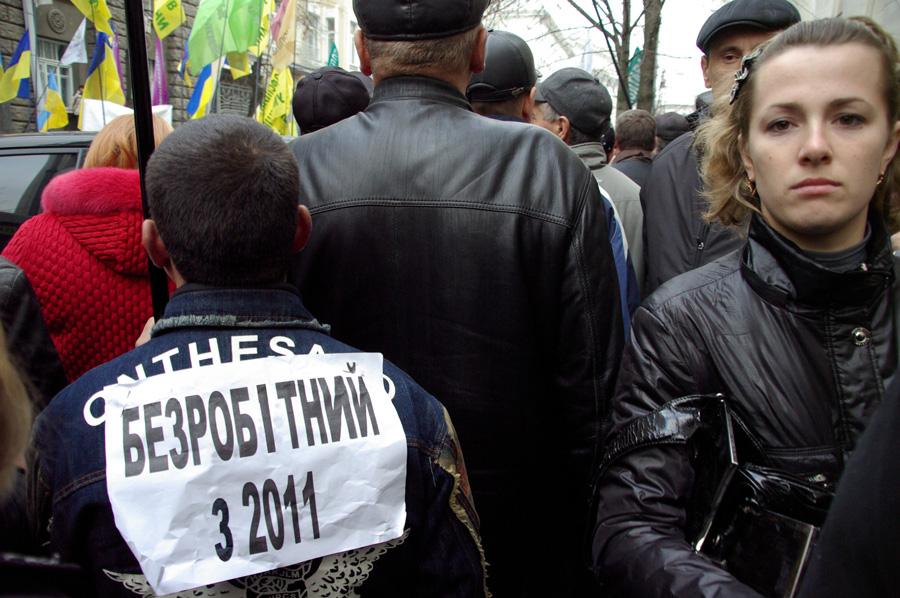 Уряд добиває українців