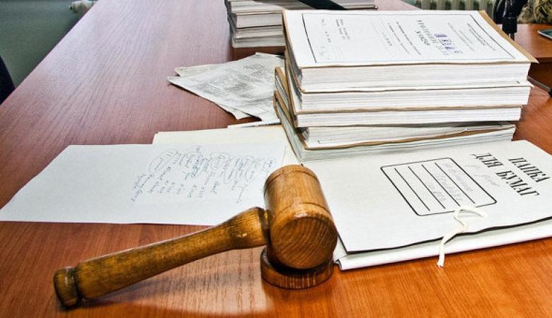 У Росії адвокат в суді намагався знищити докази, виливши на них кислоту