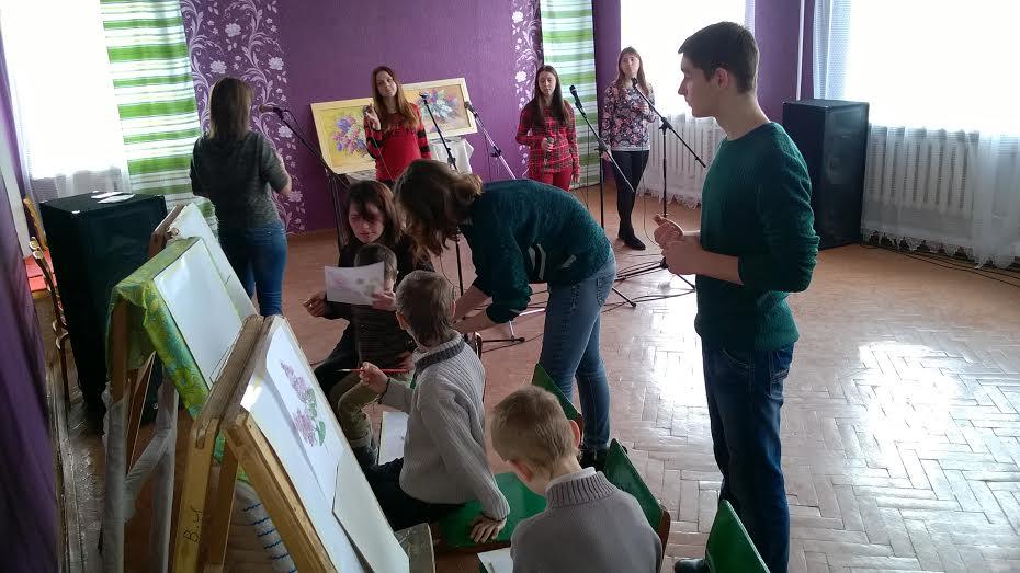 У Рожищі діти переселенців вчилися інтуїтивному живопису