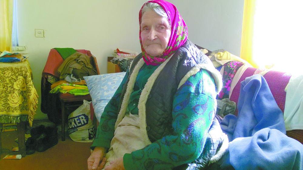 У Рожищі 88-річну жінку викидають з дому, як непотрібну річ