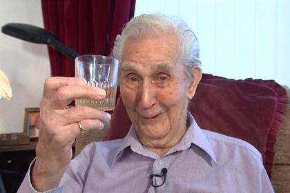 103-річний британець пообіцяв стати найстарішим власником татуювання у світі