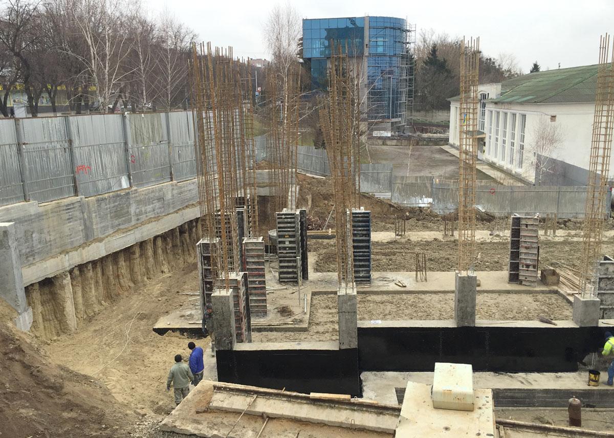 У Луцьку продовжується скандальне будівництво