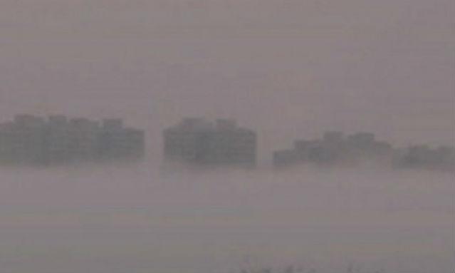 Жителі Китаю знову спостерігали  в небі літаюче місто