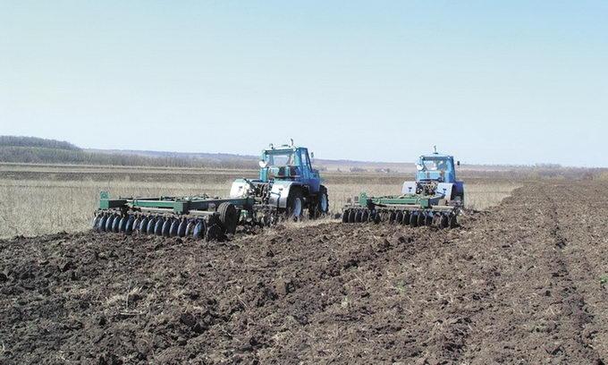 Брак вологи у грунті змушує волинських аграріїв швидшими темпами проводити посівні роботи