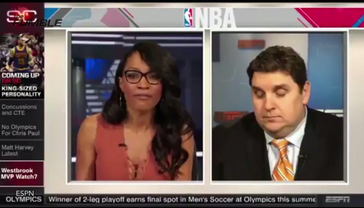 Американський спортивний журналіст заснув, слухаючи запитання ведучої