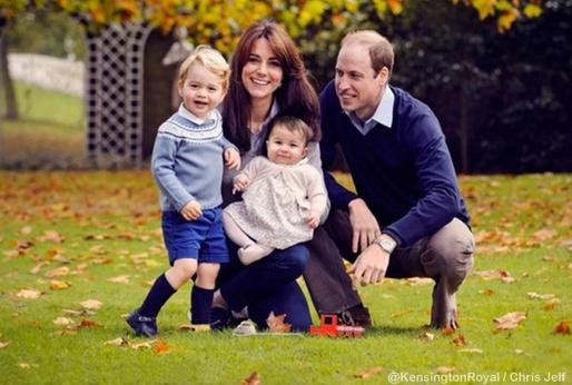 11-місячна британська  принцеса Шарлотта запаморочила голову квітникарям