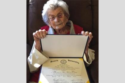 102-річна американка закінчила університет через 60 років після вступу