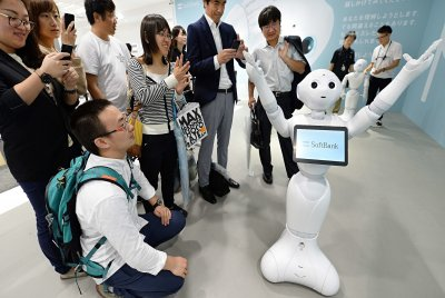 В Японії вперше в світі робота прийняли в середню школу