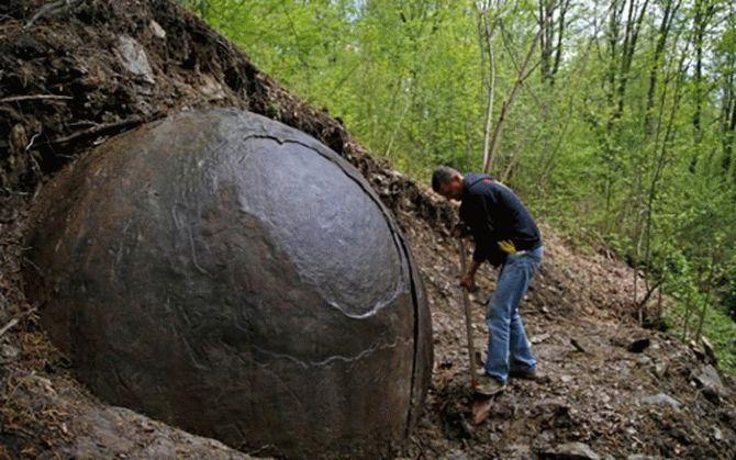 Боснійські археологи знайшли велетенську кам'яну сферу