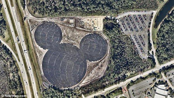 У США побудували сонячну електростанцію у формі голови Міккі Мауса (фото)