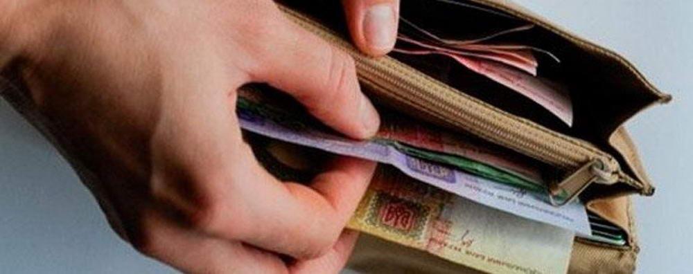 Майже половина українців не можуть прожити на свою зарплату